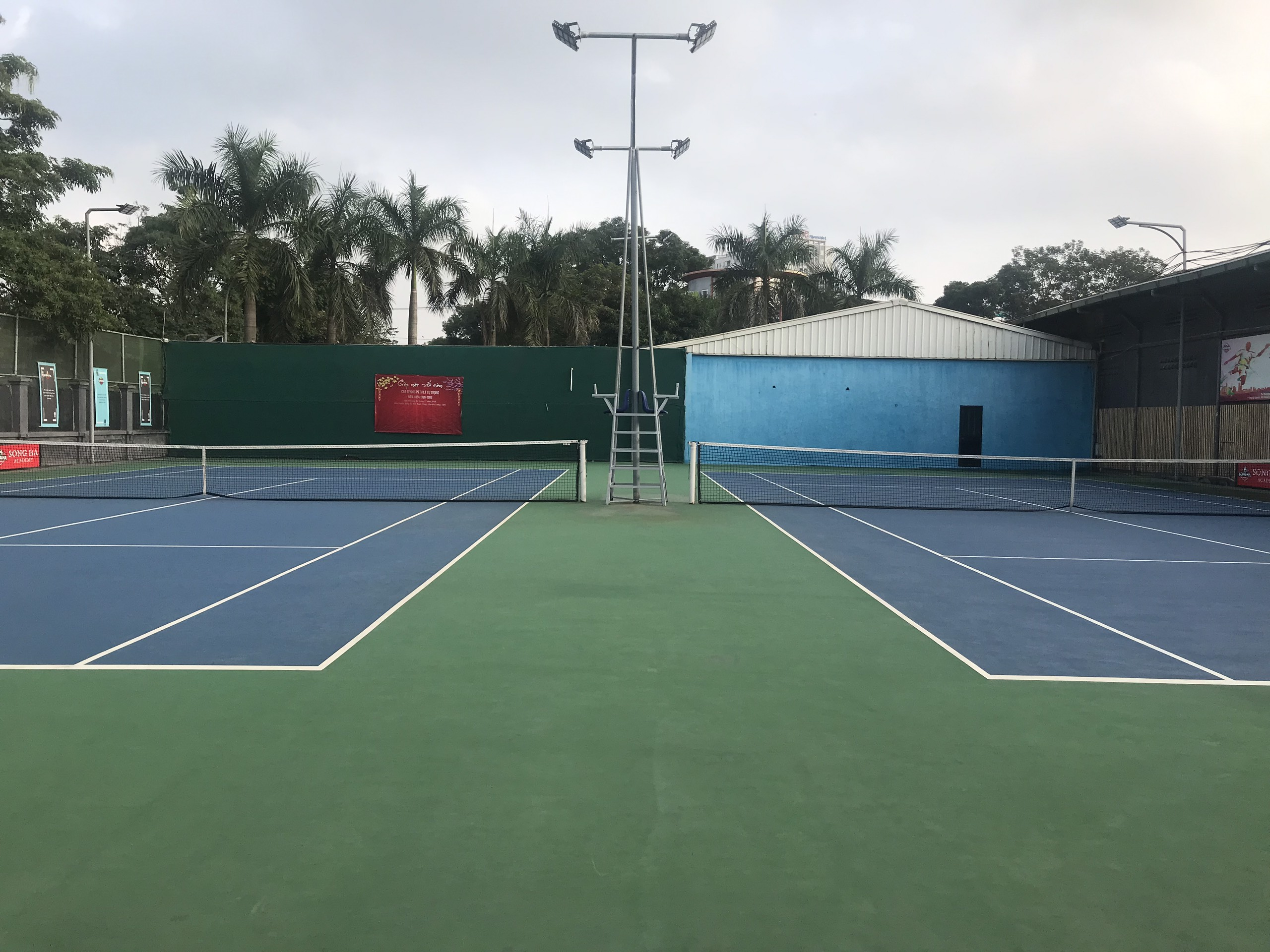Cho thuê sân tennis